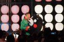 """伊勢丹新宿店の屋上がまるごとお祭り会場に!EXILE ÜSAがくまモンとダンス!山本寛斎、日本元気プロジェクト""""天下無敵のカラフル盆踊り""""開催"""